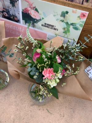 Livraisons de bouquet de fleurs de saison Les Oeillets d'Amour à Parigné-le-Pôlin