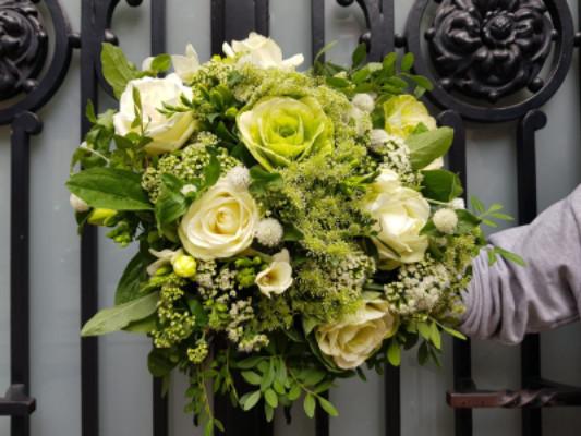 Offrir des fleurs jour férié Wisteria Fleuriste à Paris